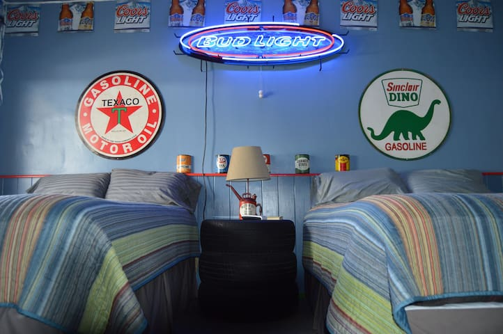 Corona Motel: Themed Rooms