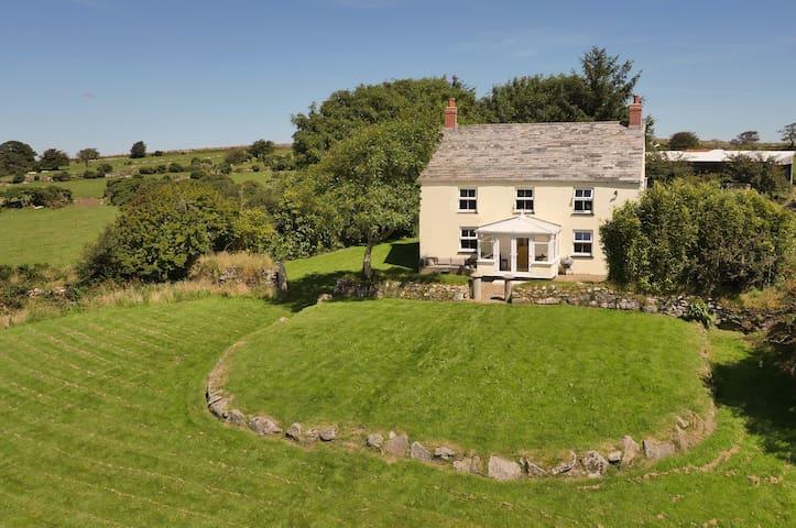 Gorgeous Family Friendly Farmhouse