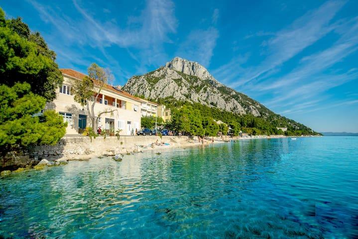 Villa Labineca beachfront 4 bedroom - Gradac - Casa
