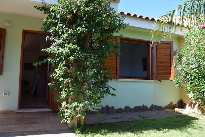 Cottage in a private courtyard near to Porto Pino