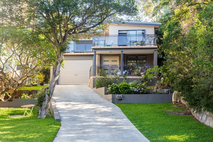 4 bedroom beach house in Manly with pool
