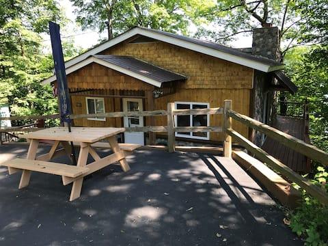 Rhonda's Michelle's Airbnb @ Friendly Fox Lake