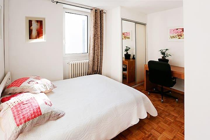 Petite chambre d'amis chez Jane & ses fils - Avignon - Bed & Breakfast