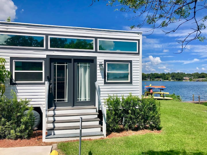 The Ritz- Lakefront Tiny House in Orlando