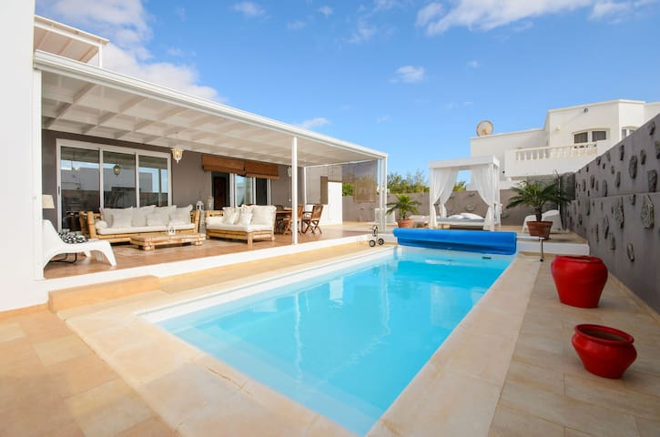 Air-Conditioned Villa with Luxurious Pool Area & Terrace Close to Golf Course