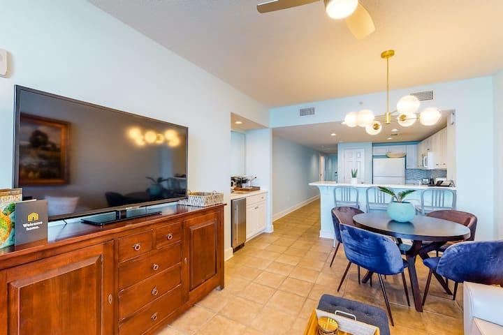 New listing! Gorgeous beachfront condo w/ a shared pool & beach access