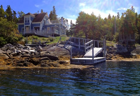 Spectacular Oceanfront Island Home Near Lunenburg