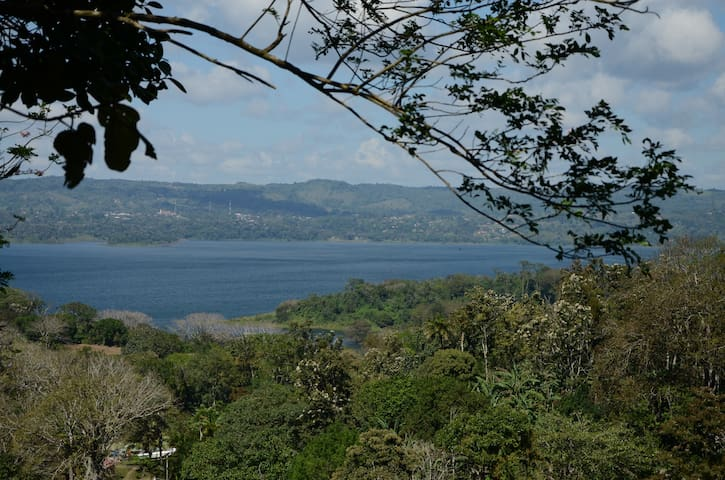Cabaña overlooking Lake Arenal - Tilaran - Naturstuga