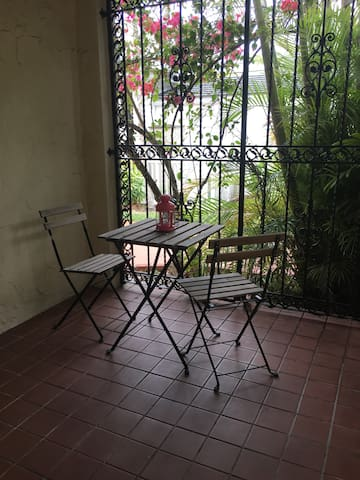 Spacious room-10 minutes from the Airport - Coral Gables - Huis