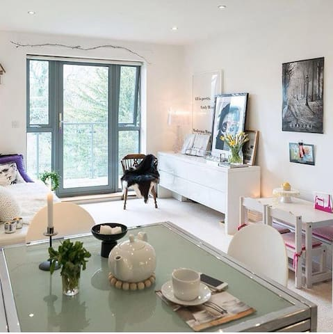 Central Modern Oxford Apartment-Heart of Jericho