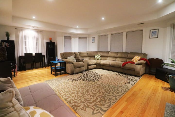 Loyola/Northwestern Chicago - 6 bed Comfort Flat