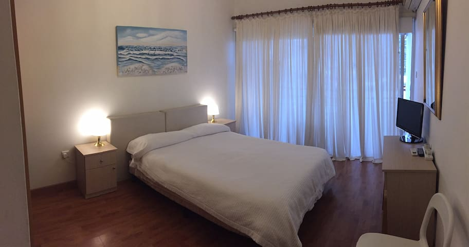 Cosy flat in centre 4 minutes from Larnaca Beach!
