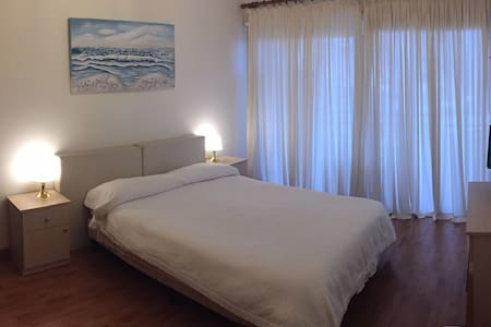 Cosy flat Larnaca center 4 minutes walk from Beach