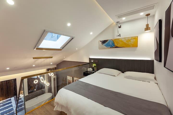 Airbnb精选•西塘景区内•陌舍复式星空影院房(投影)(浴缸)(代购景区优惠门票)(可加床)