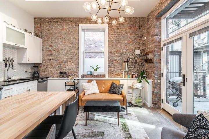 Modern & Charming Courtyard Abode