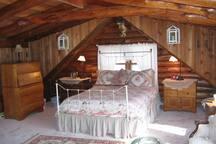 Master Bedroom Upper Level Queen Bed