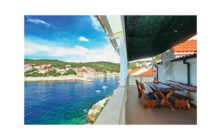 Holiday apartment with 2 bedrooms on 51m² in Zavalatica