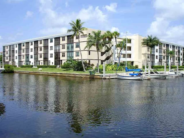 Waterfront condo 302D, fabulous location!