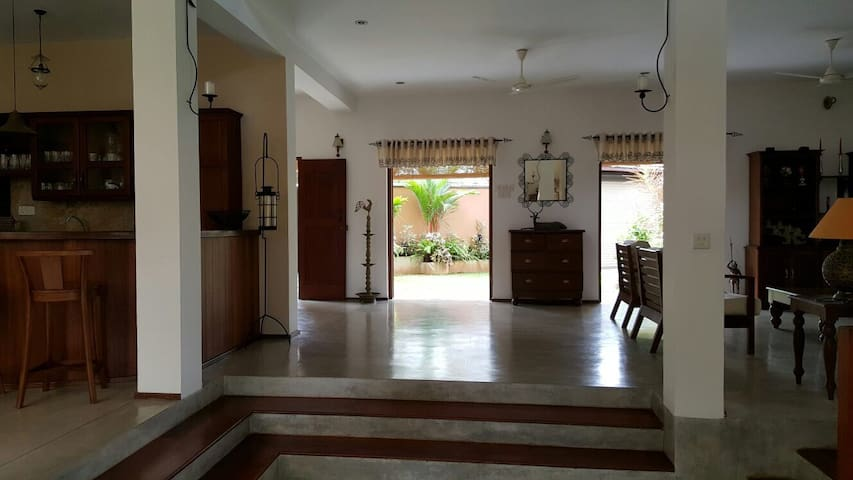Spacious 4 Bedroom Villa - Malabe - Villa