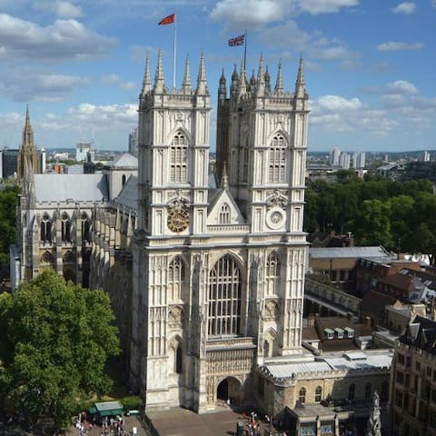 Superior Double Room (1 Min to Westminster Abbey)