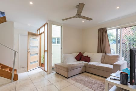 Noosa Vista White 200m to surf beach - Sunrise Beach - Townhouse