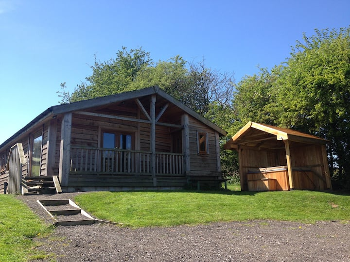 Arraslea (1) Four Person Cabin with private HotTub