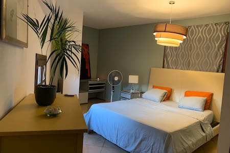 room with private bathroom in the heart of Palma