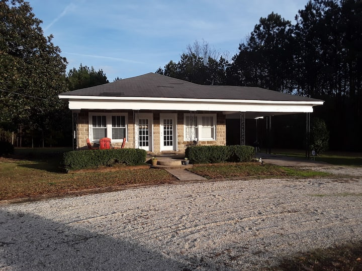 Mayberry - A Peaceful Getaway, Yet Near the Action