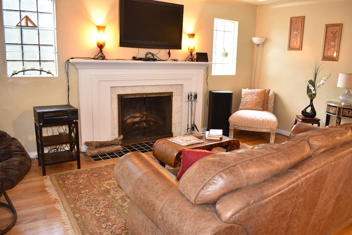 Home Away from Home in Malvern Hill, Sleeps 8