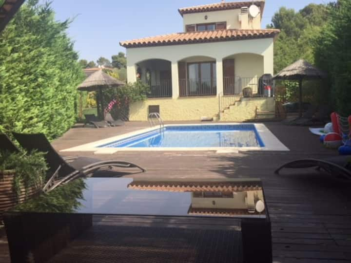 Fantastic Family Villa with enclosed  private pool