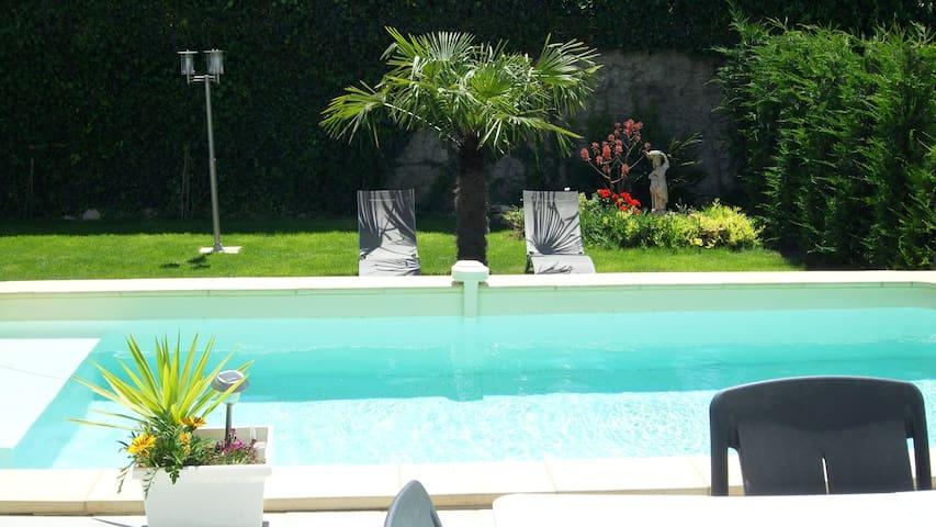 maison chaleureuse avec piscine vous attend - Redessan - Rumah