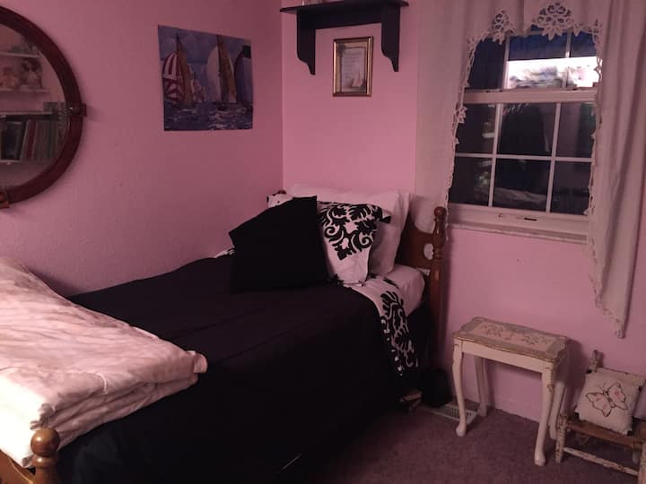 Quaint Cottage, Bedroom #2 only