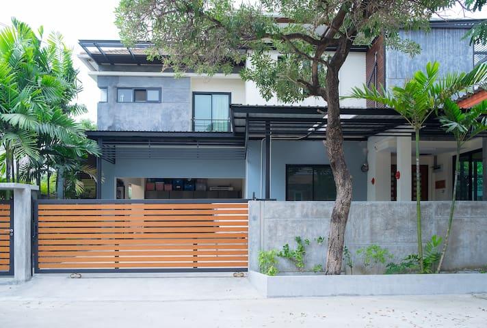 House by A/P Rail Link Station - Suvarnabhumi - Prawet - Talo