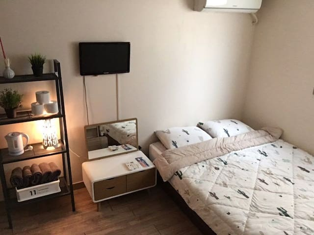 Private Double bed room J house & 1Extra bed