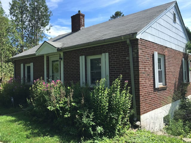 Cozy brick cottage - Waldoboro - Casa