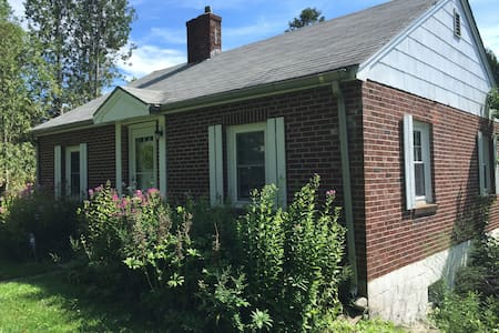 Cozy brick cottage - Waldoboro - Talo