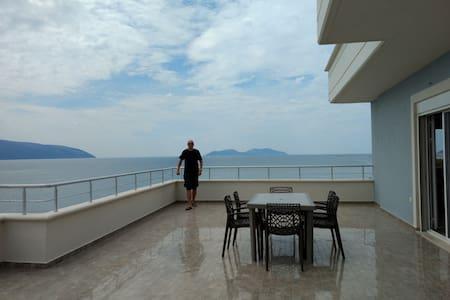 Strandwohnung mit traumhafter Aussicht und Komfort
