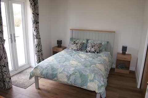 Countryside location, private room with parking