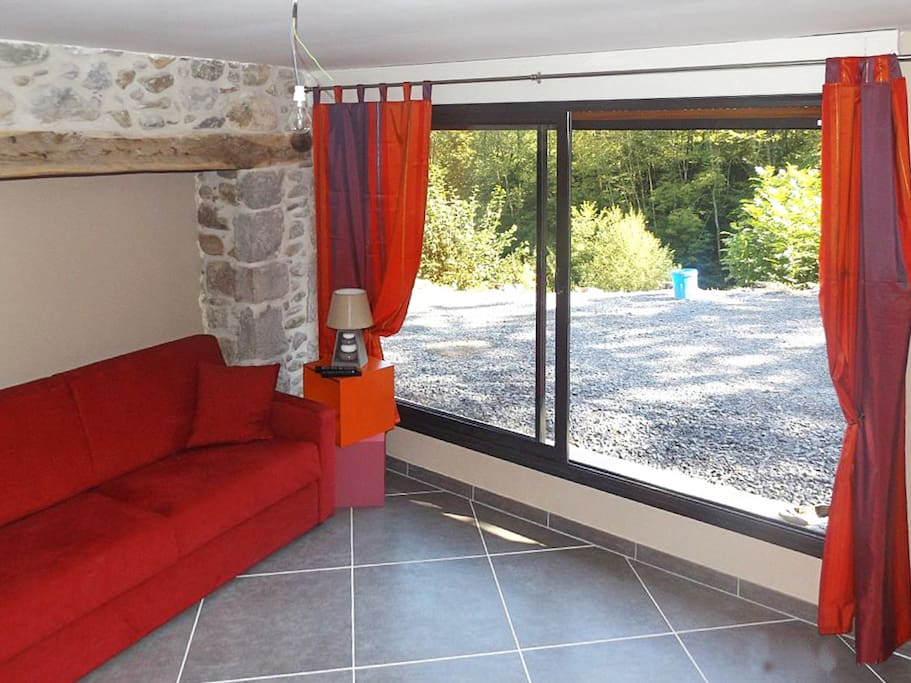 maison rustique avec terrasse maisons louer lourdios. Black Bedroom Furniture Sets. Home Design Ideas