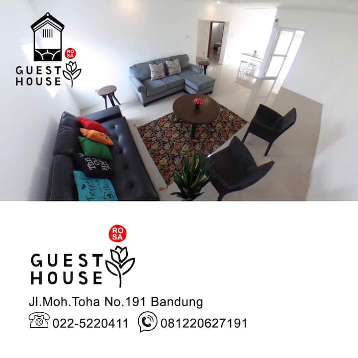 COMFY GUESTHOUSE NEAR TOWN SQUARE!