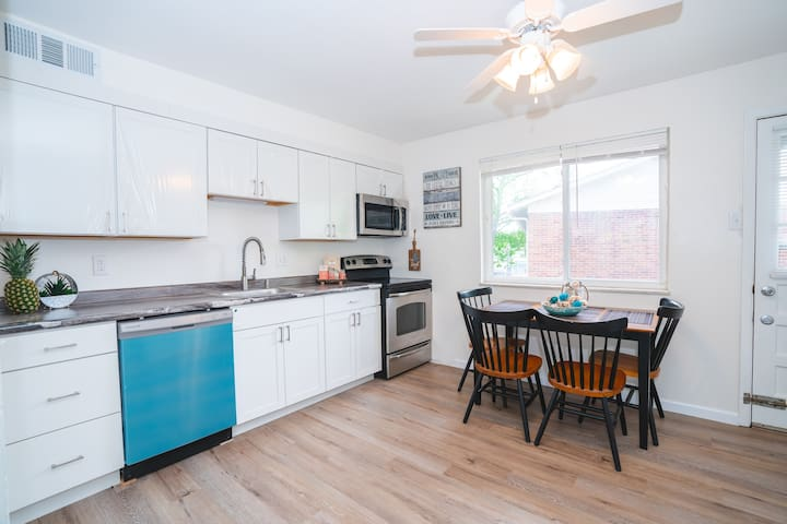 Sparking Clean Renovated 2 beds 1 bath Apartment
