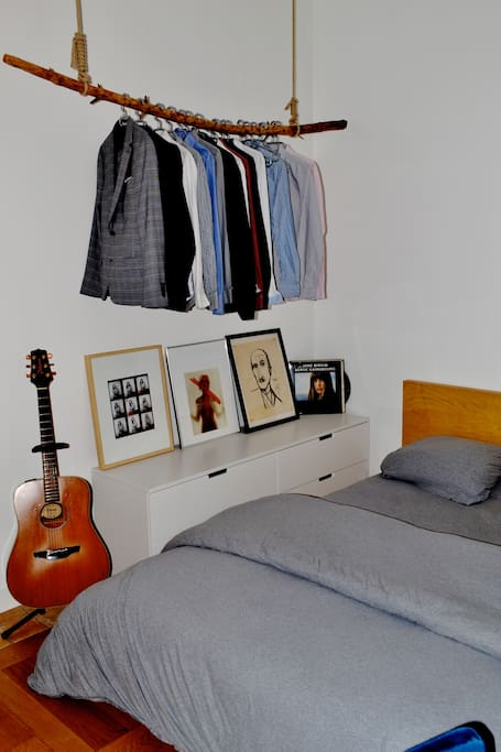 The very comfortable bed. There is also a guitar for the musicians among us