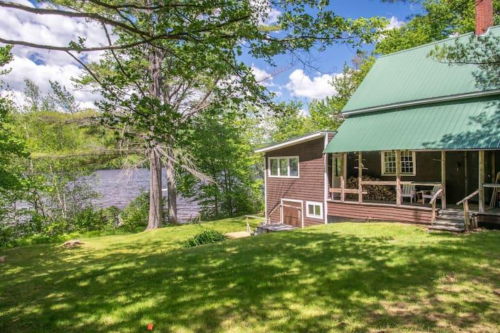 Awesome Rustic Lakefront Cottage - Bethel - Dům