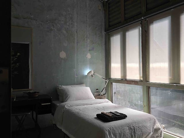 (3) Single private room, heart of George Town