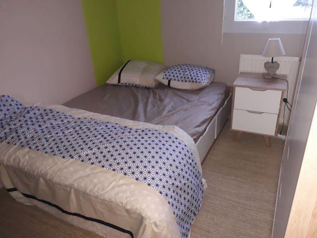 Chambre dans un appartement conviviale et simple