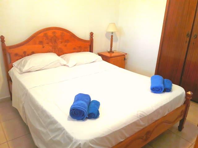 Стандартная 2х спальн.кровать.