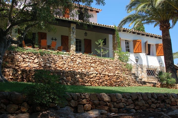 Authentic Spanish Villa by the Beach