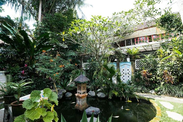 Stylish 2 Bedroom House Amid Lush Tropical Jungle