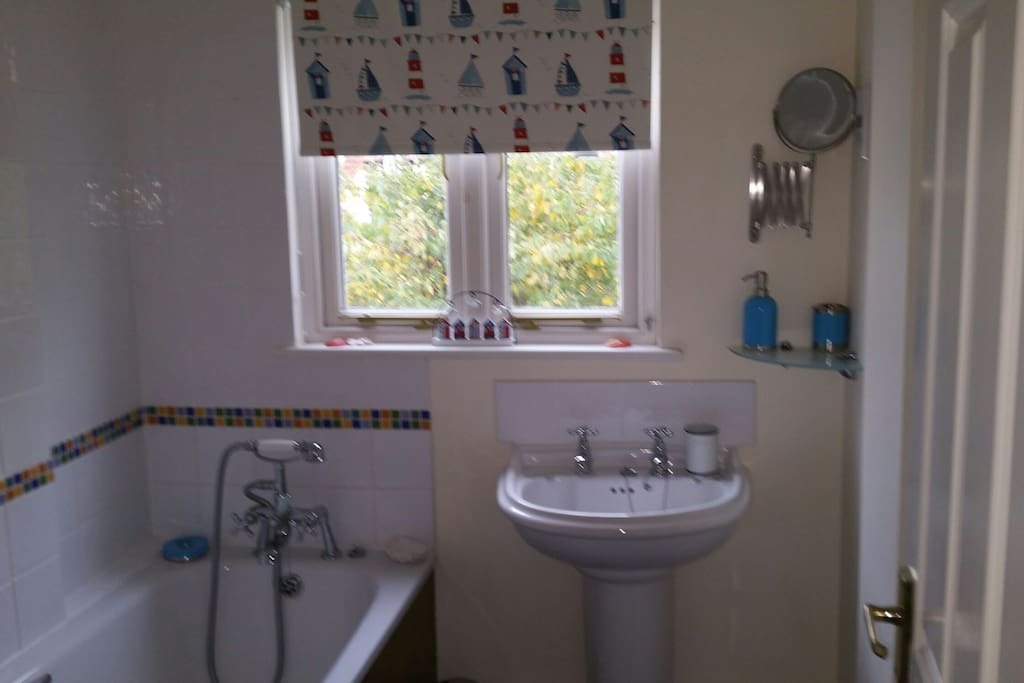Large family bathroom with towels and toiletries available.