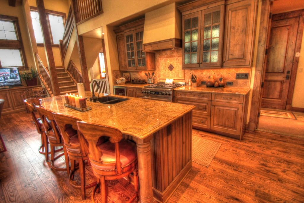 Gourmet Kitchen - Amazing and well appointed kitchen is perfect for preparing all of your meals at home.